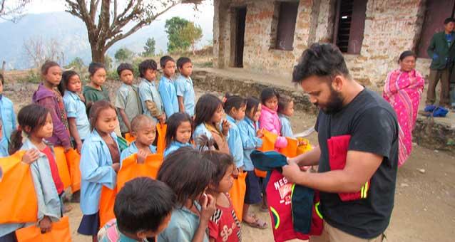 Schulmaterial für nepalesische Schüler (Hope e.V.)