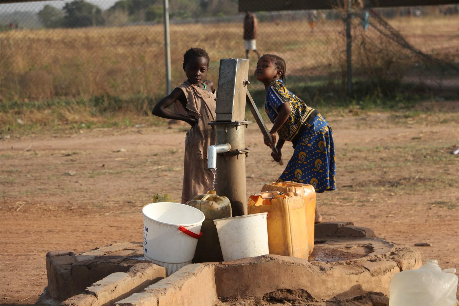 Kinder brauchen Wasser