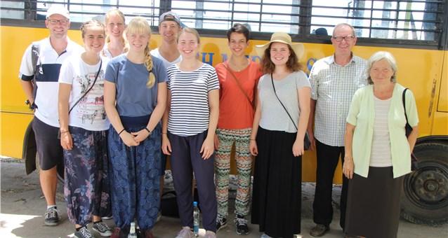 Bob und Elisabeth Hatton mit einer Reisegruppe unterwegs für Hope e.V. in Indien