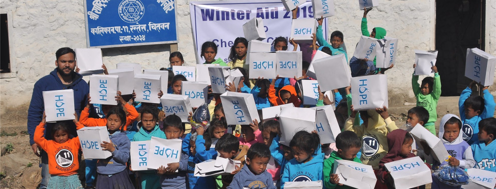 Kinder bedanken sich für die Spenden von Hope e.V.