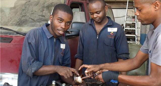 Ausbildung zum Kfz-Mechaniker auf Sansibar unterstützt durch Hope e.V.